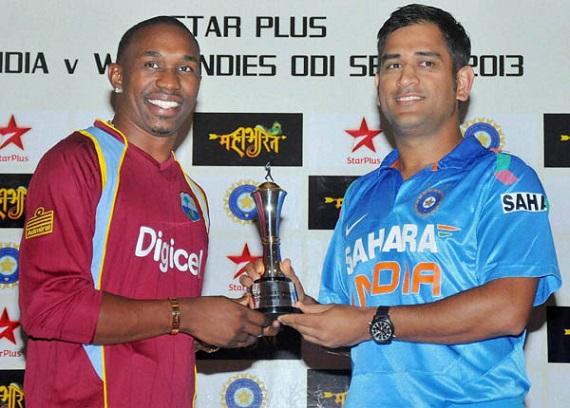 Dhoni and Bravo unveil ODI trophy. Photo courtesy prahaar.in
