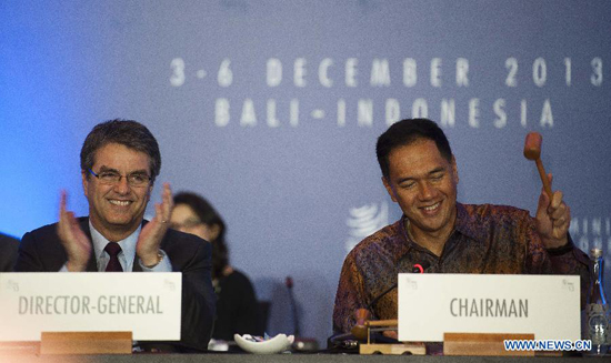 WTO director-general Roberto Azevedo(L) and Gita Wirjawan, chairman of the ministerial conference and Indonesia's trade minister,attend the closing ceremony of the ninth WTO ministerial meeting in Bali, Indonesia, Dec. 7, 2013.Photo courtesy www.china.org.cn